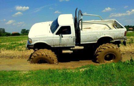 Jazda Monster Truckiem po torze