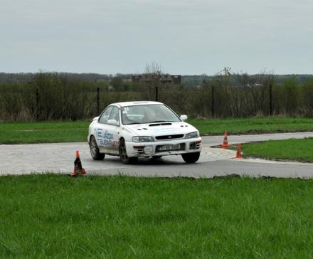 Ostra jazda po bandzie - Jazda Subaru na torze