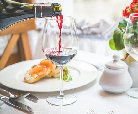 Zmysłowe przyjemności – kursy kulinarne i degustacje alkoholu
