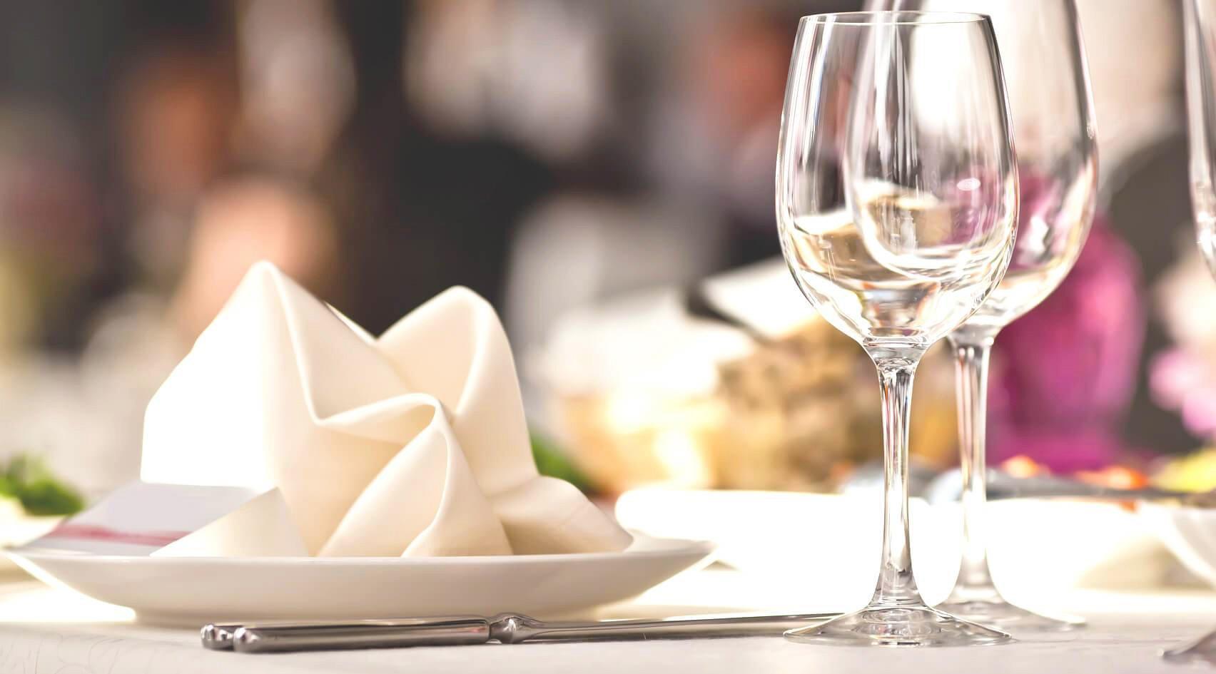 Kolacja dla pary w eleganckiej restauracji