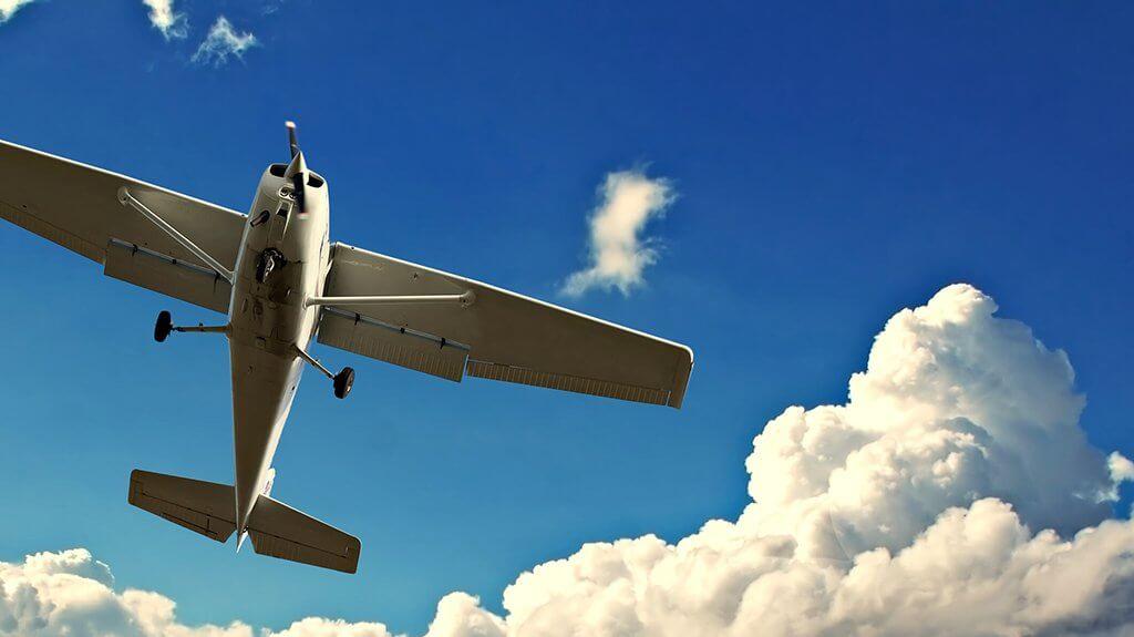 Lot widokowy samolotem to niezapomniana przygoda w chmurach i mnóstwo wspaniałych wrażeń