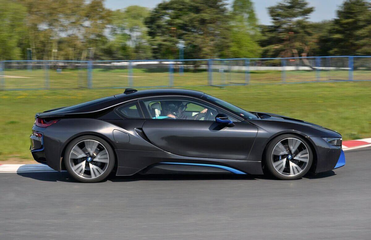 Jazda za kierownicą BMW i8 w prezencie - voucher