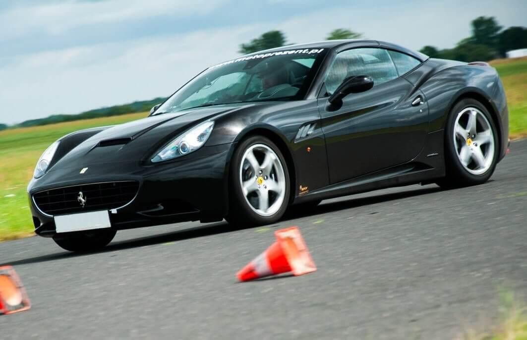 Ferrari vs Ariel - jazda na torze