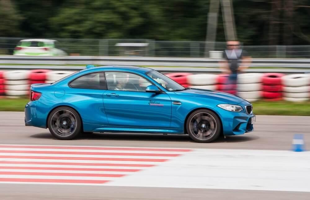 Jazda BMW M2 po torze