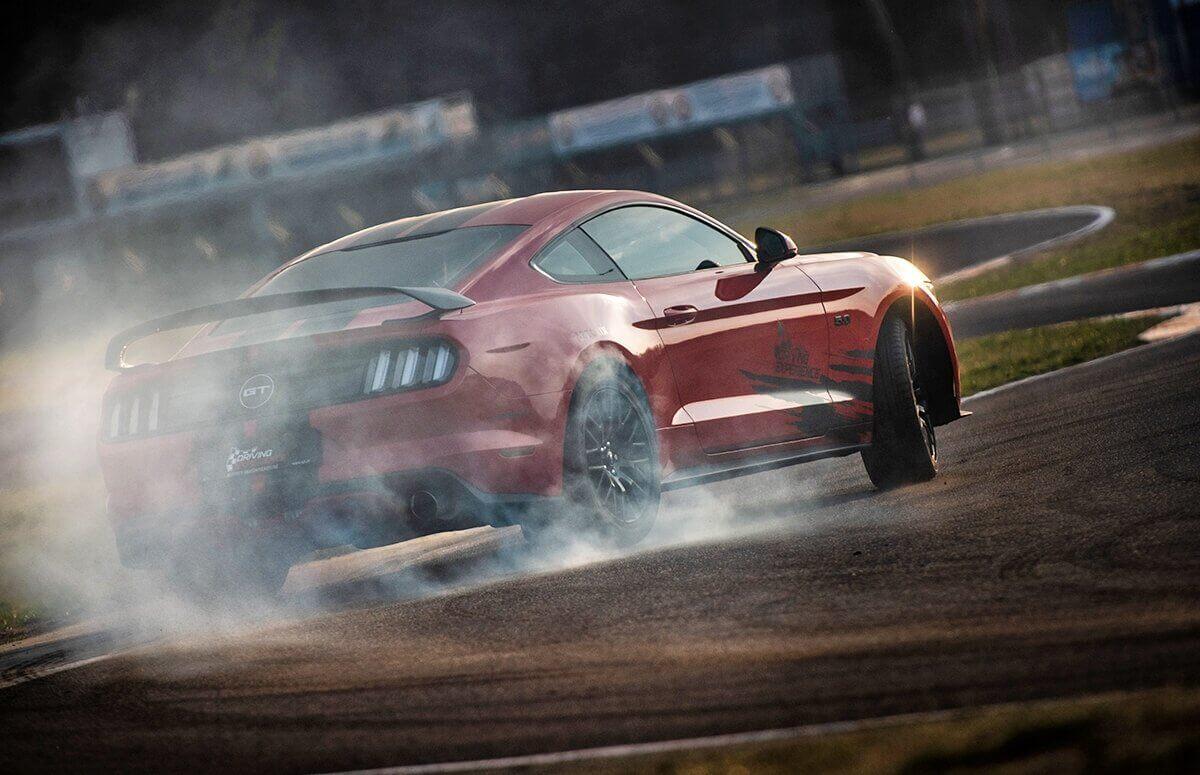 Jazda Fordem Mustangiem - Prezent