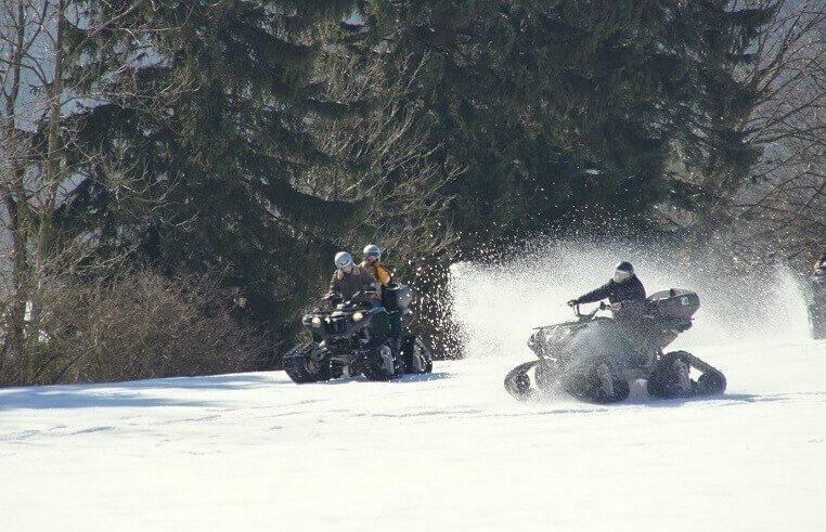 Jazda quadami śnieżnymi