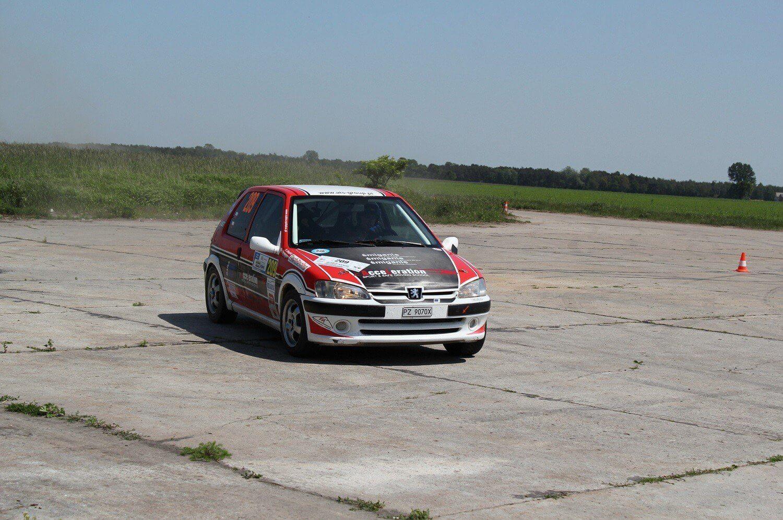 Rajdowa jazda Peugeotem - próba