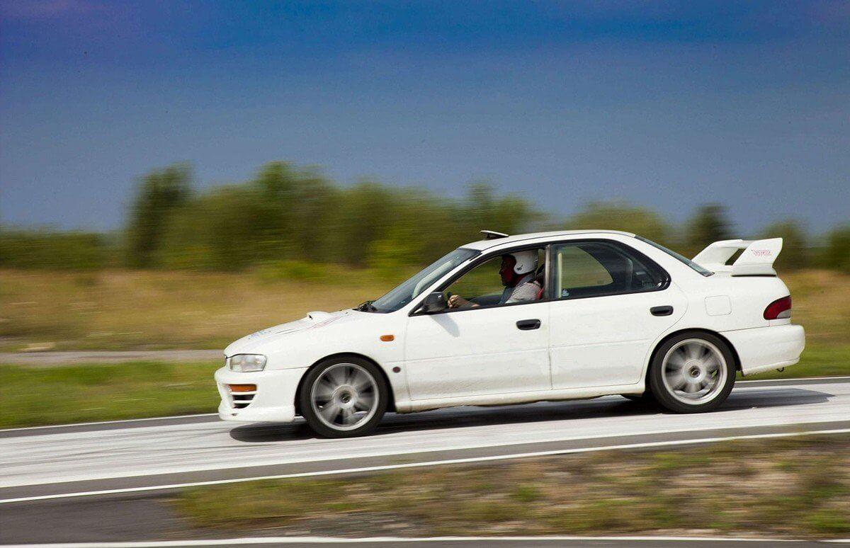 Samodzielny przejazd Subaru na torze
