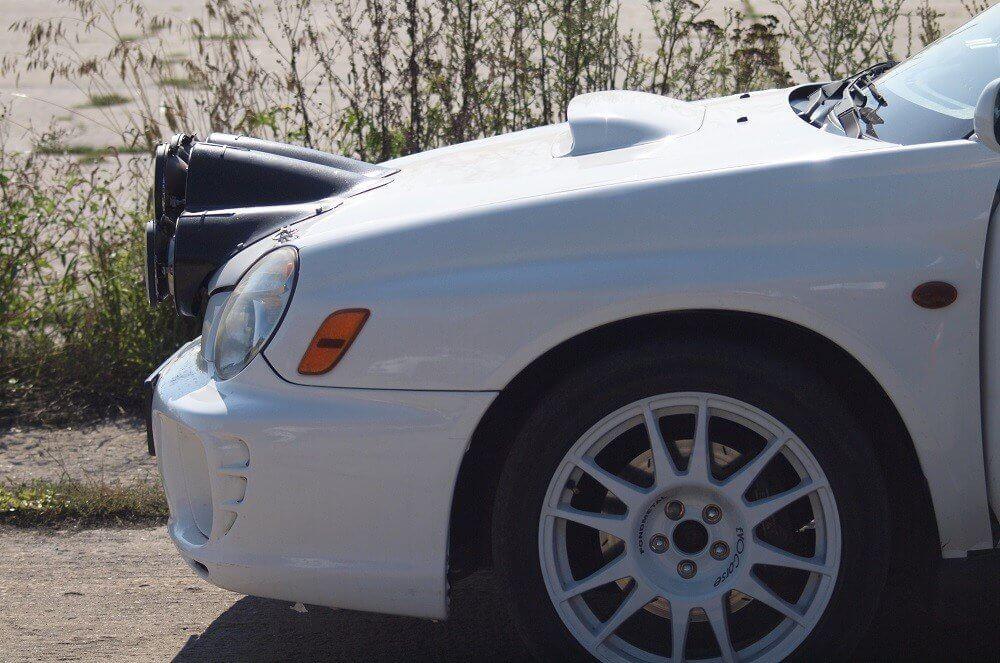 Jazda Subaru STi na odcinku sportowym