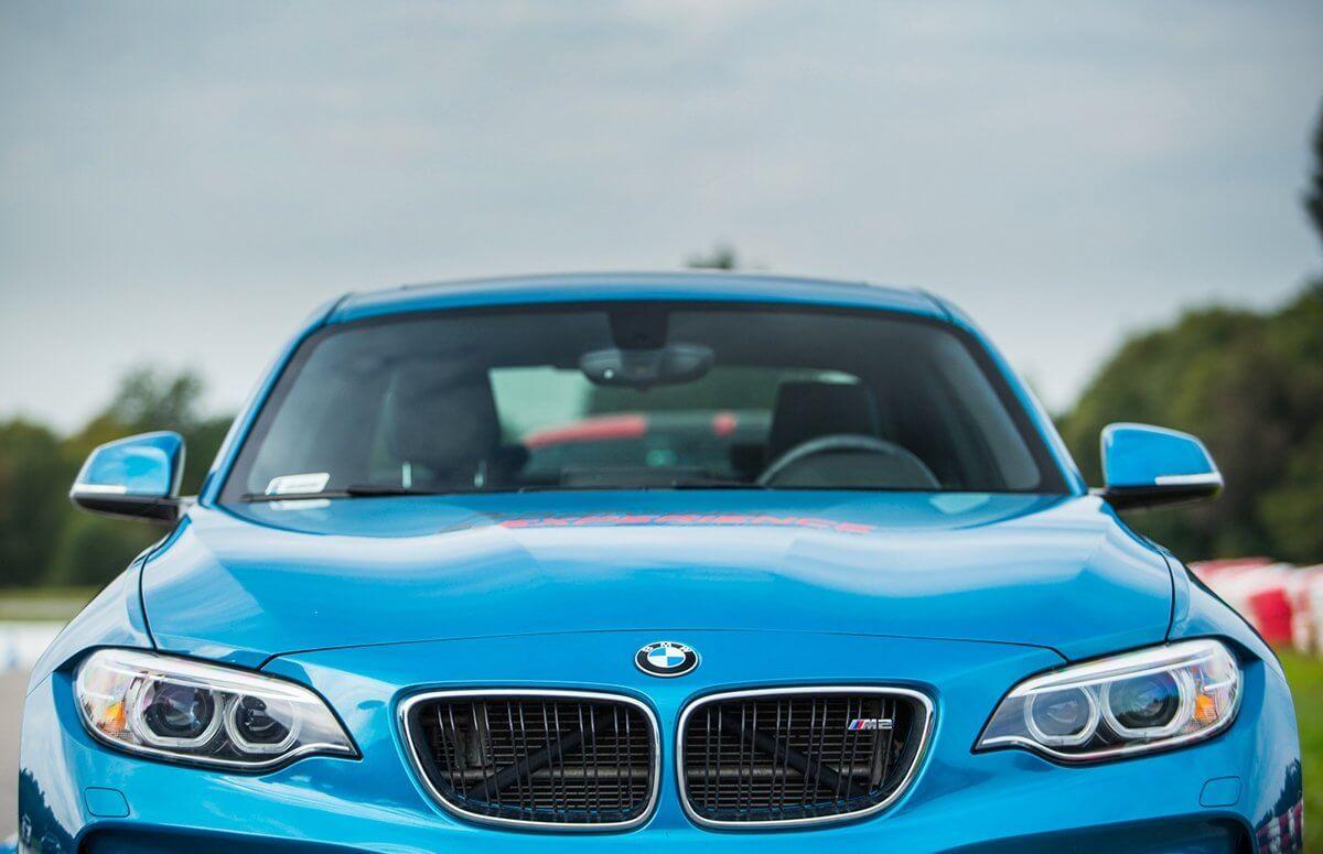 Poprowadź BMW M2 po torze