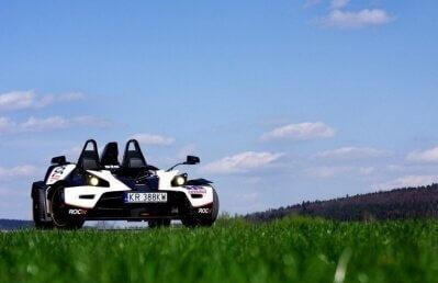 Przejazd Arielem i KTM - bolidy w akcji