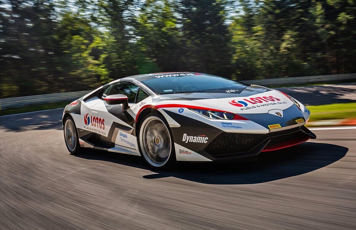 Lamborghini Huracan na torze wyścigowym