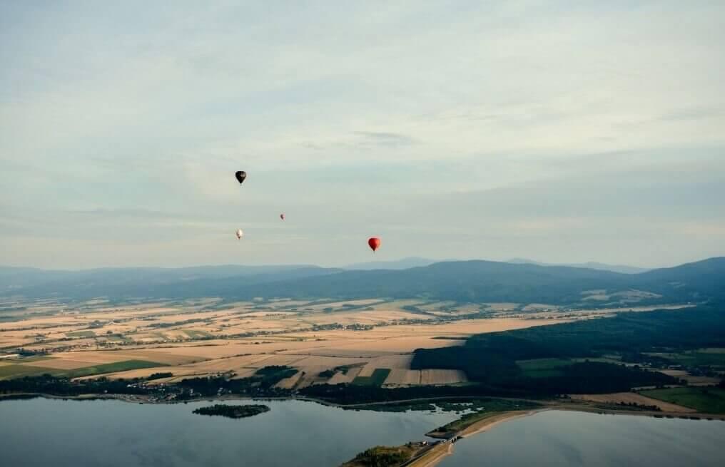 Lot balonem turystycznym dla kilku osób