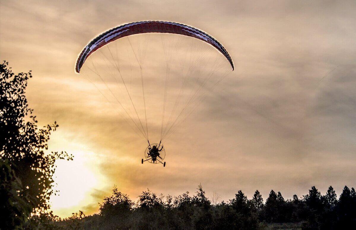 Lot motoparalotnią nad Kotliną Żywiecką