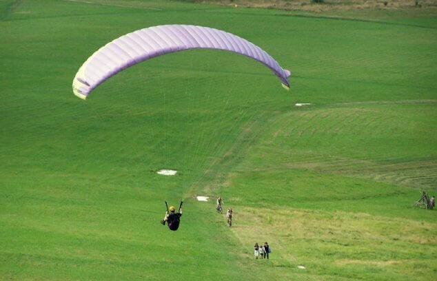 Paralotnia - swobodny lot nad Górą Żar