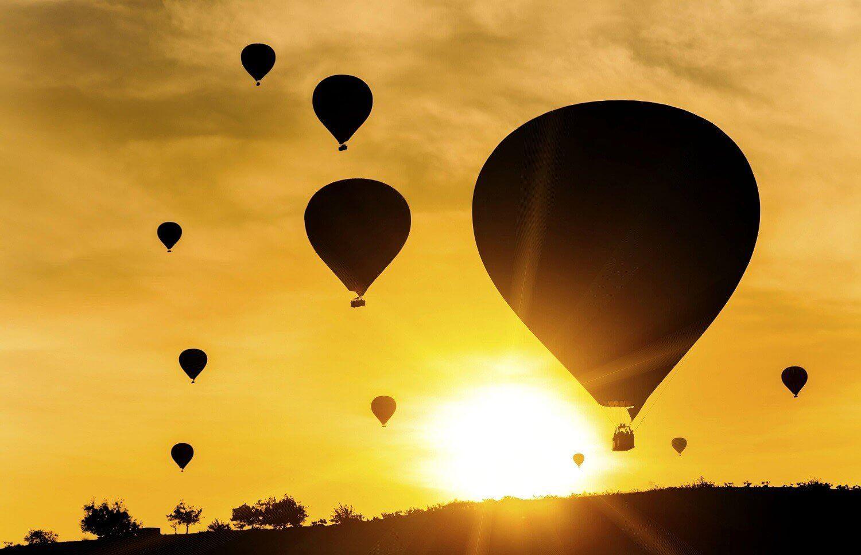 Lot widokowy balonem nad morzem