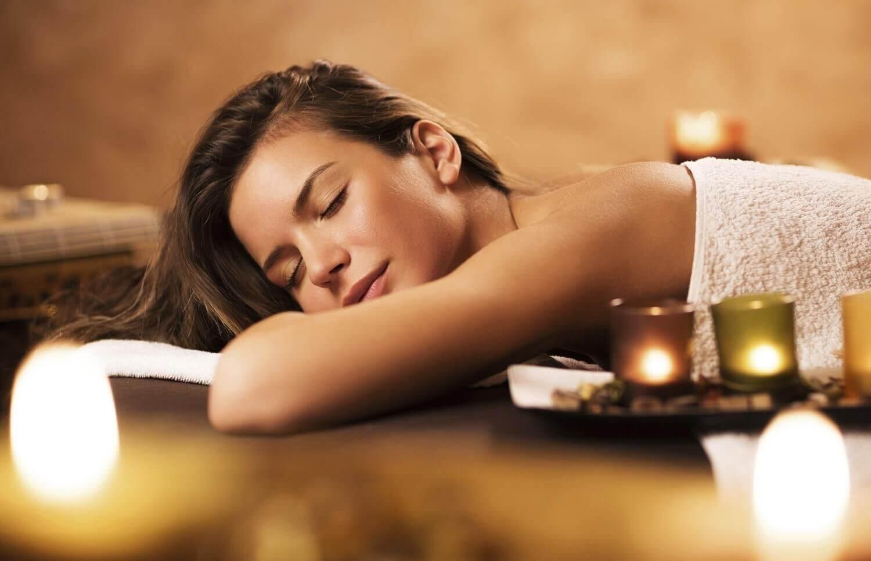 Relaksujący masaż olejkami