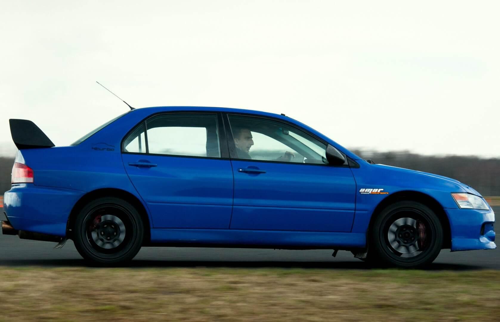Jazda Mitsubishi na torze