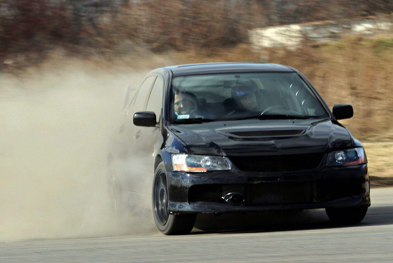 Jazda na torze wyścigowym - Mitsubishi
