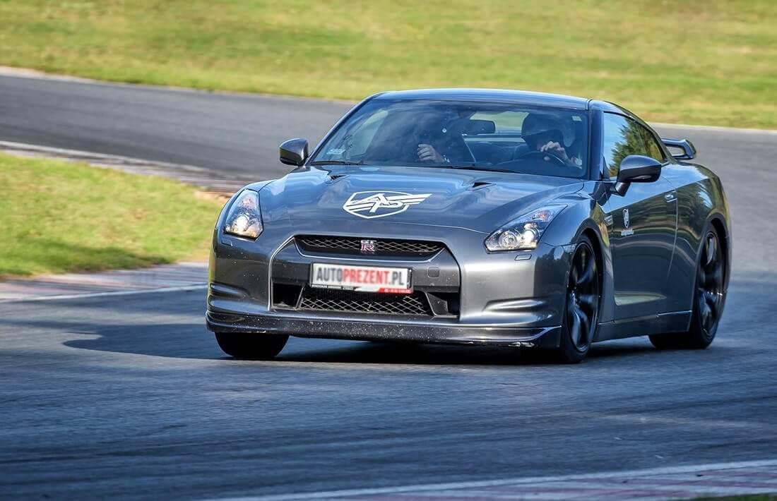 Jazda Nissanem GTR na torze