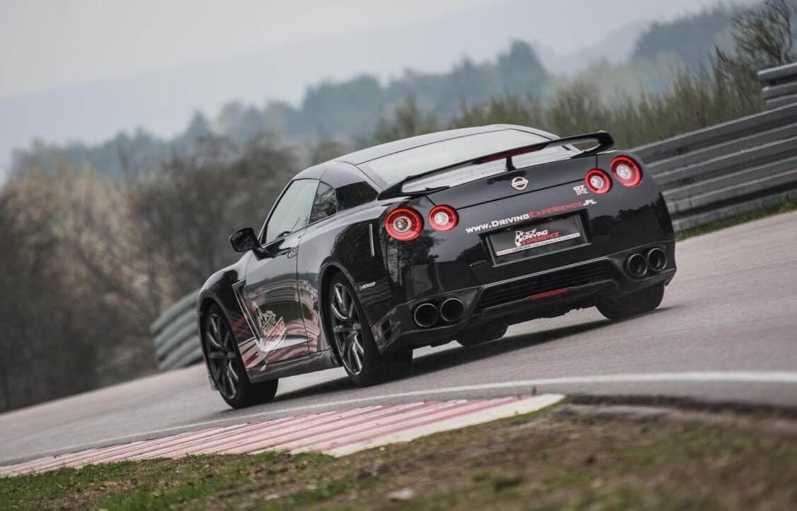 Nissan GTR Black Edition - Jazda na torze