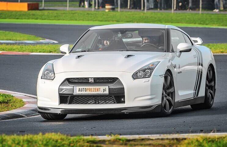 Jazda Nissanem GTR na torze z kierowcą wyścigowym to niezapomniane sportowe emocje