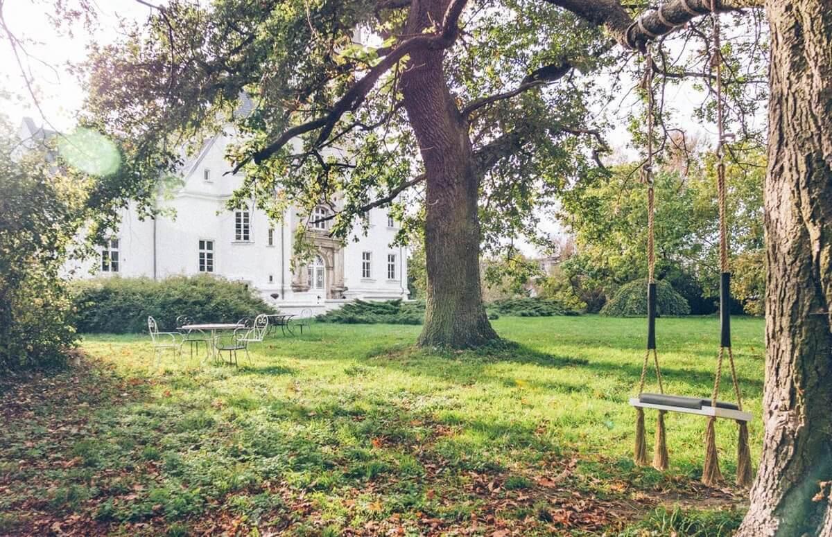 300-letni park otaczający Pałac Osowa Sień