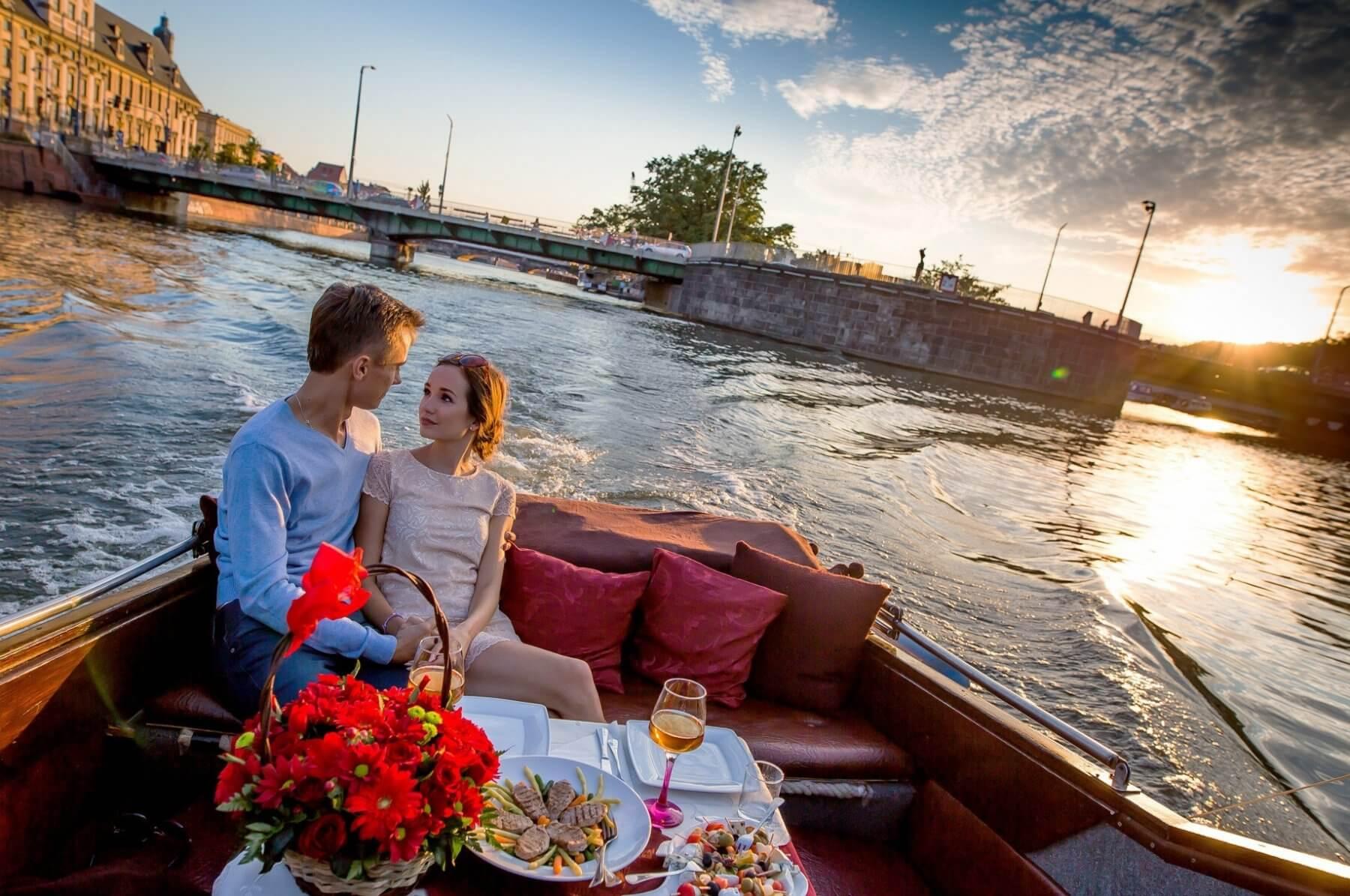 Rejs z kolacja na pokładzie jachtu - Wrocław