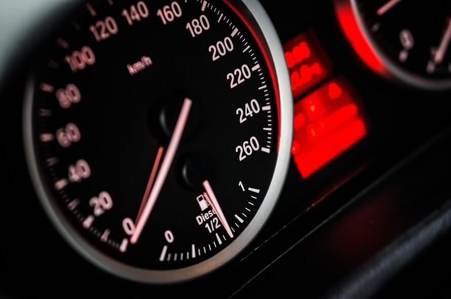 Jazda BMW M3 na torze wyścigowym - środkowa Polska