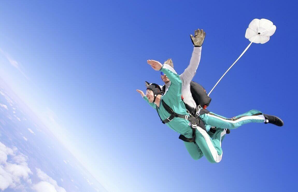 Tandemowy skok ze spadochronem z 4000 metrów