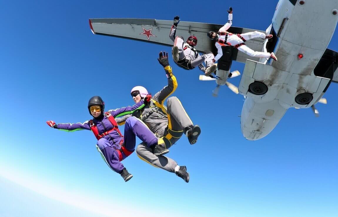Skoki spadochronowe - różne lokalizacje