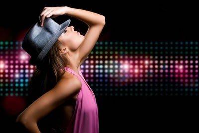 Nauka tańca brzucha podczas panieńskiego