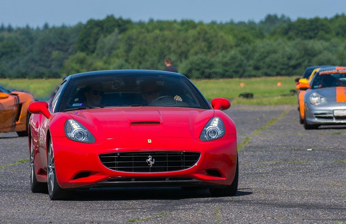 Motoryzacyjny weekend Supercars w Kazimierzu z Ferrari California