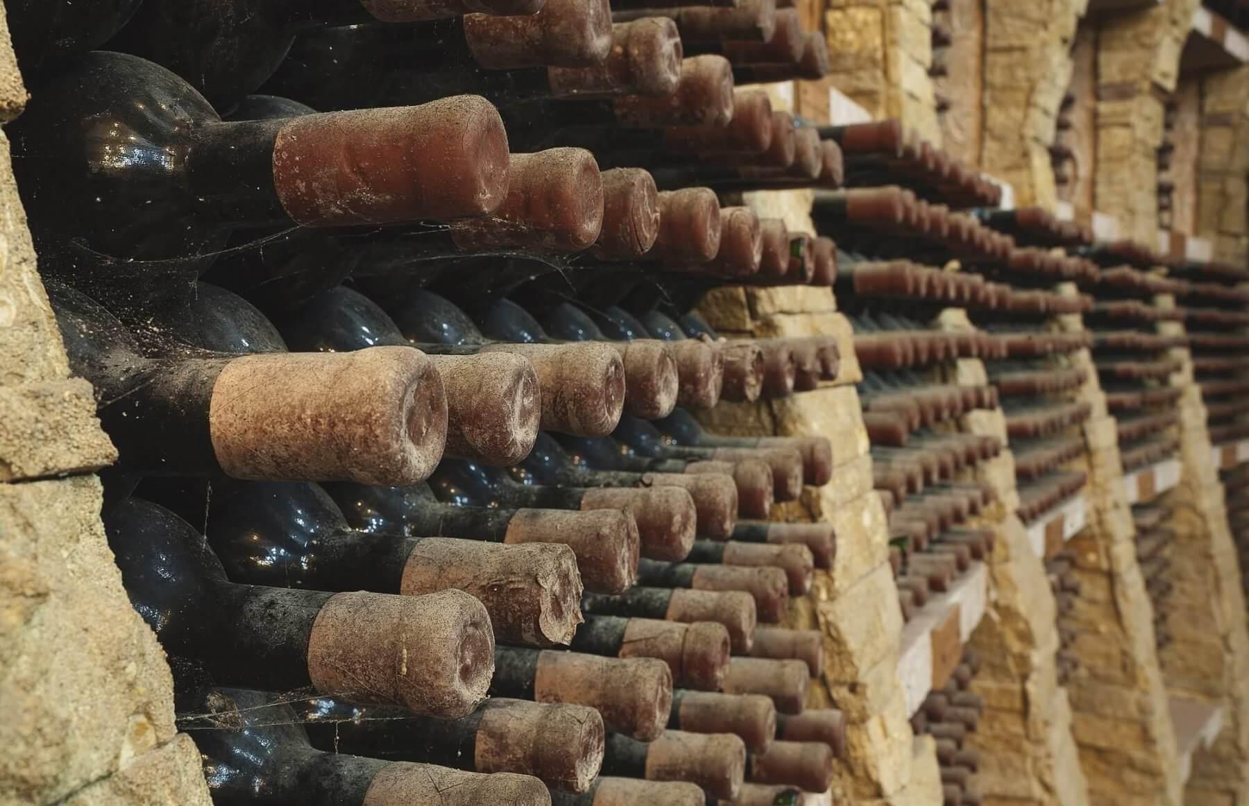 Kolacja, zwiedzanie winnicy i degustacja wina dla 2 osób