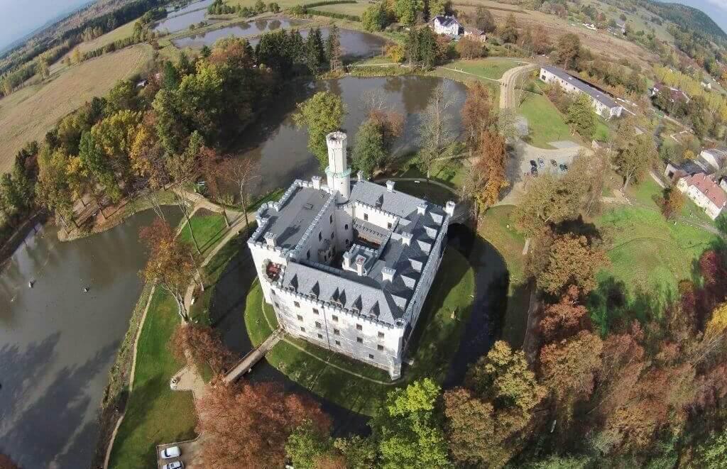Zamek Karpniki w sercu Karkonoszy to idealne miejsce na weekend we dwoje