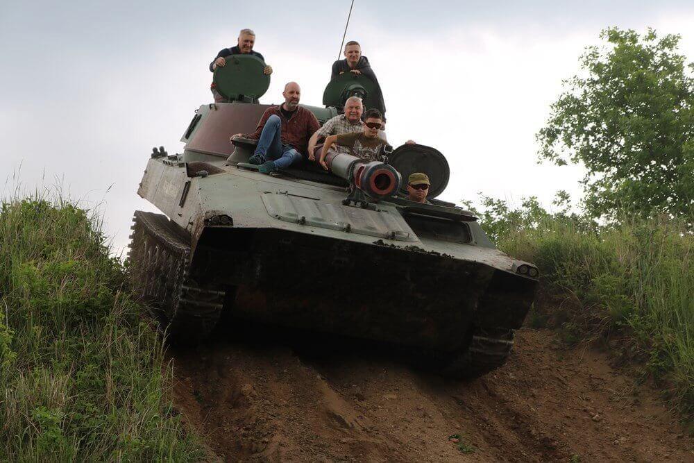 Jazda Goździkiem - pojazd militarny