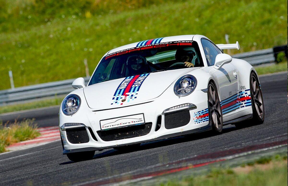 Przejazd Porsche 911 (991) po torze wyściwowym