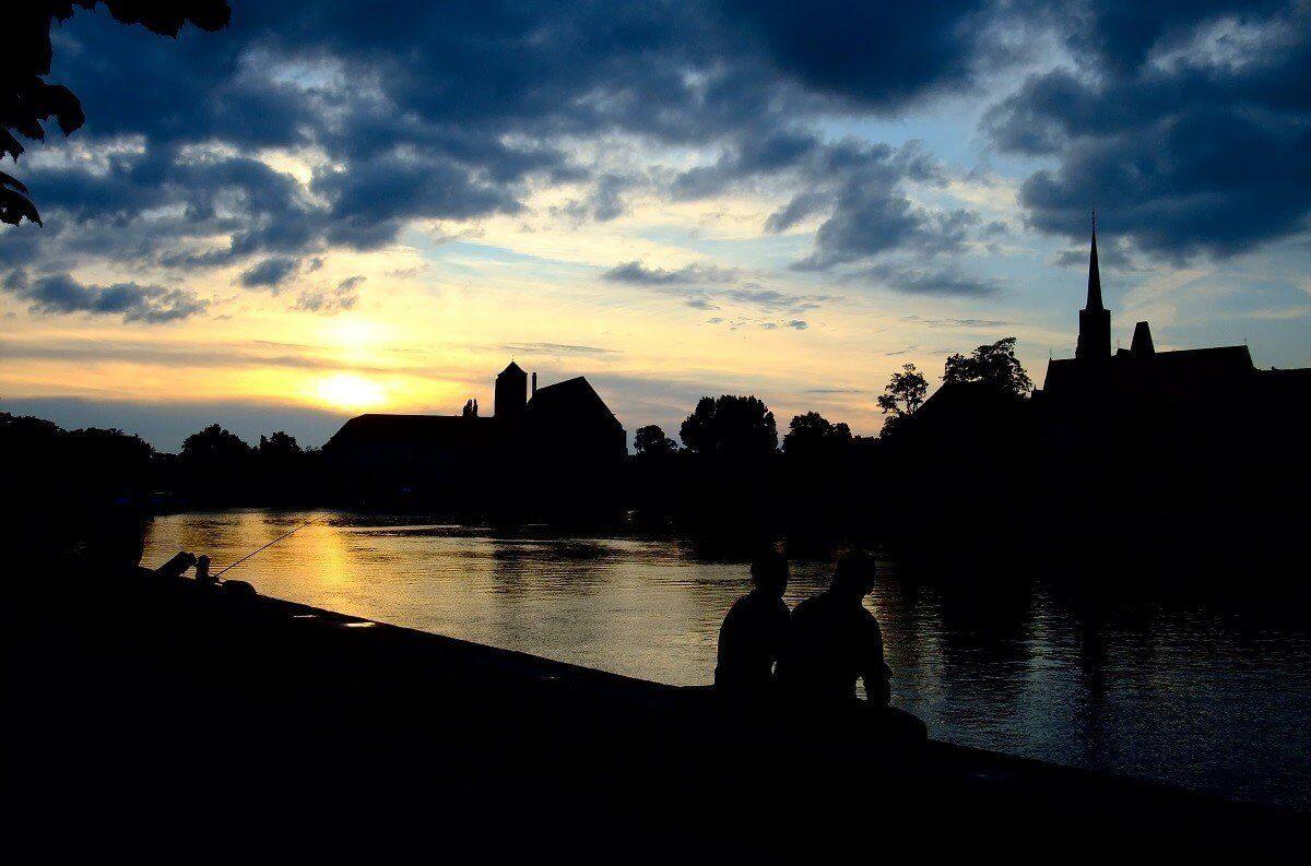 Nocny rejs po Odrze dla pary