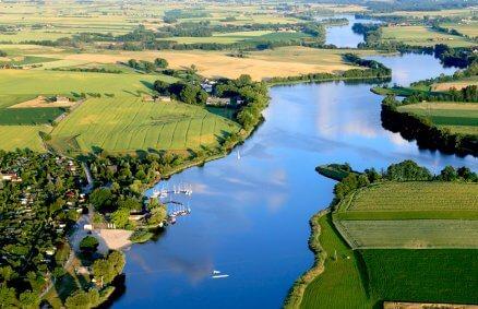 Malownicze rozlewisko Warty - lot motoparalotnią w widokiem na rzekę