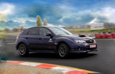 Rajdowa jazda Subaru na torze