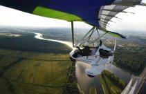 Lot motolotnią nad Odrą