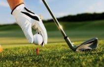 Gra w golfa - lekcja na polu