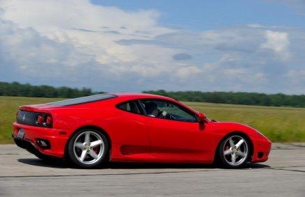 8 km za kierownicą Ferrari na torze