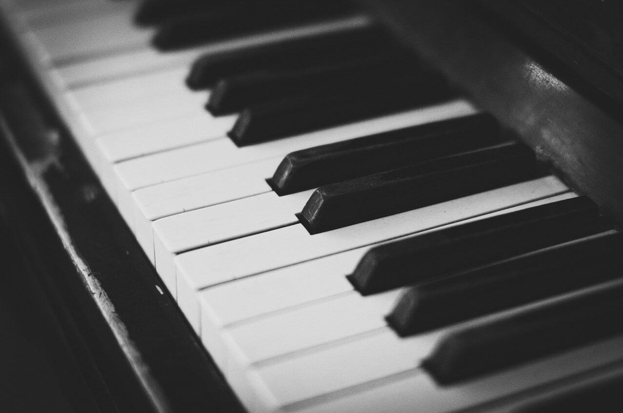 Lekcje gry na pianinie