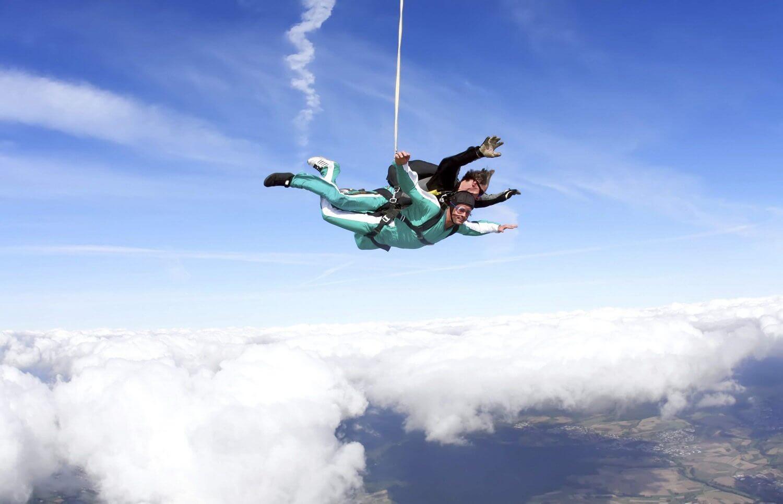 Skakanie ze spadochronem z 4000 metrów