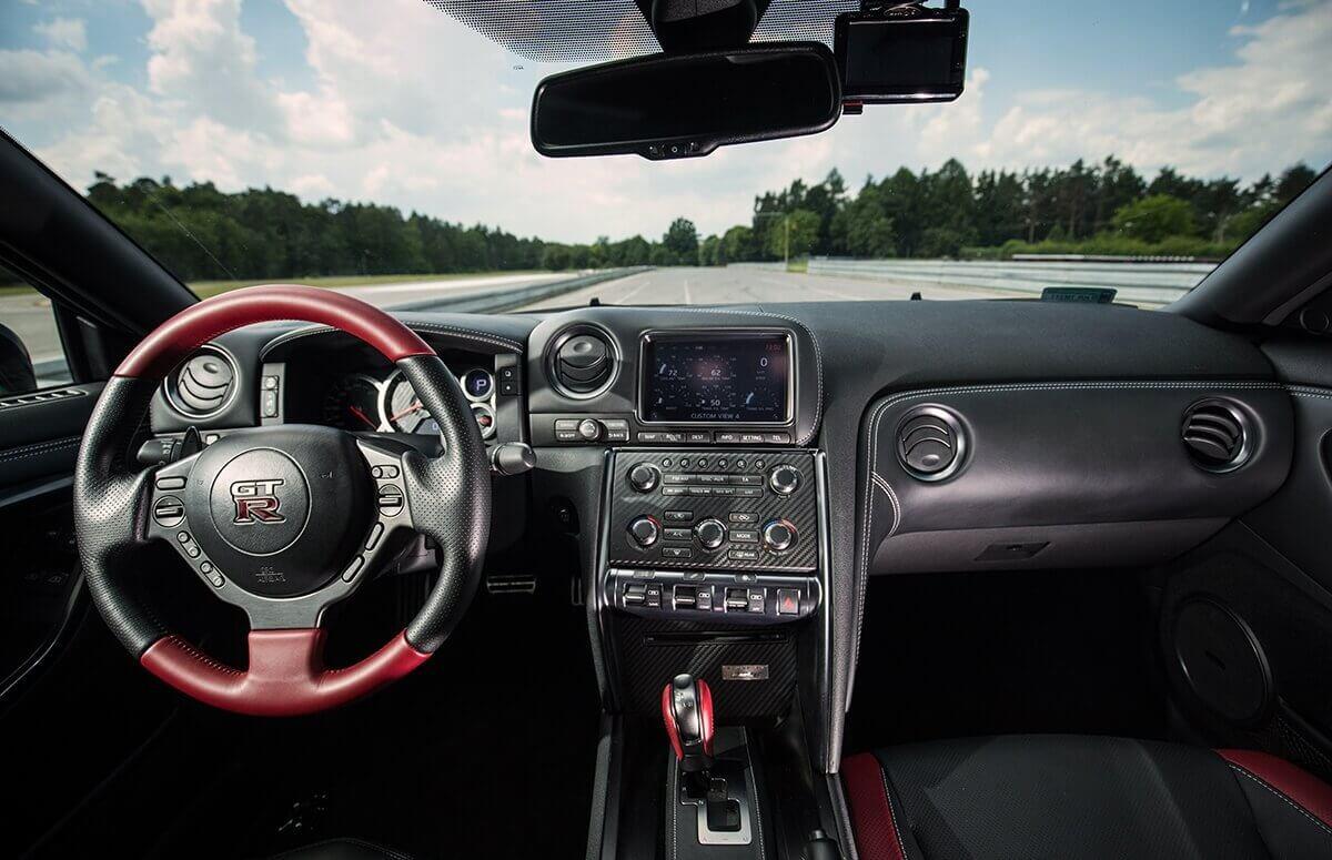 Za kierownicą Nissan GTR