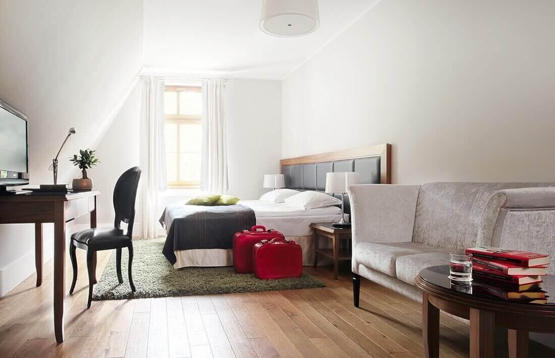 Stylowy pokój dla gości weekendu na Zamku w Lublińcu