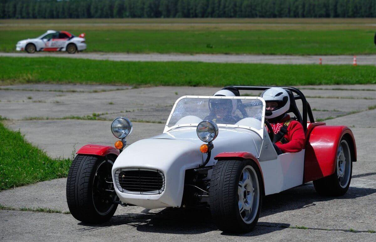 Ekstremalna jazda na torze w Lotusie Super 7
