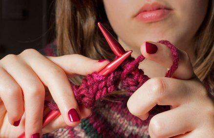 Warsztaty robienia na drutach w prezencie