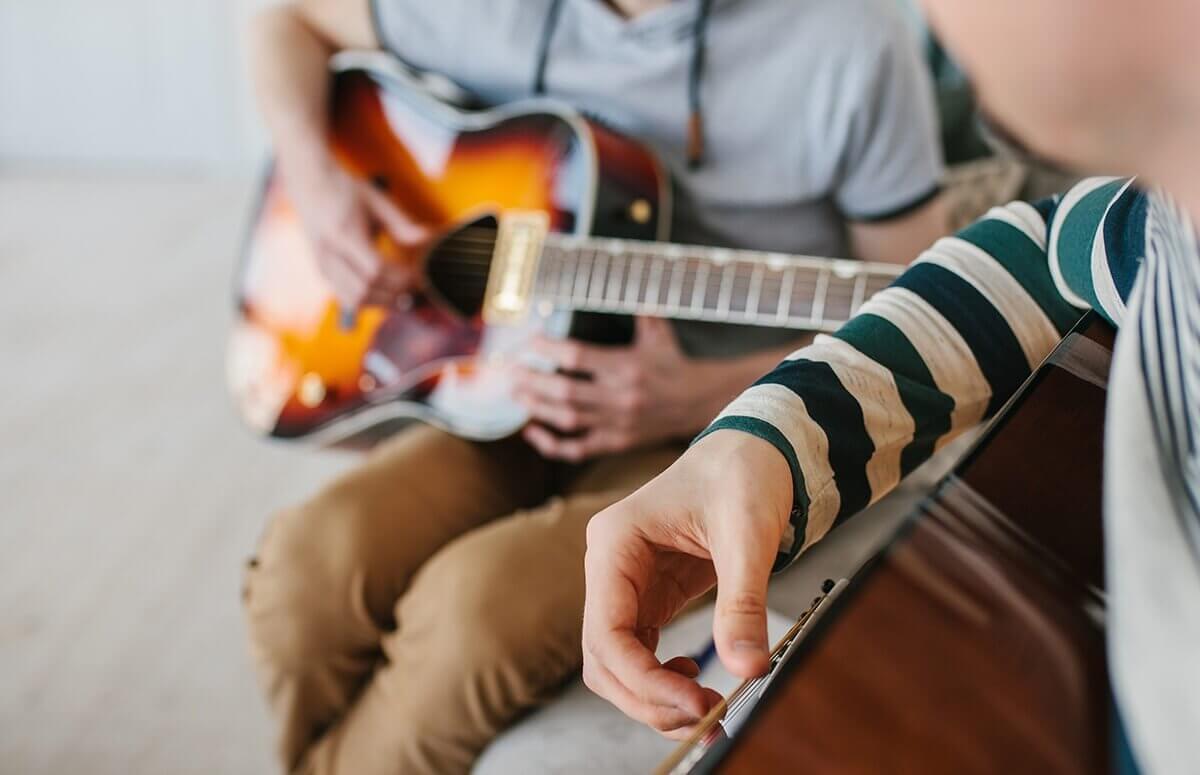 Lekcje gry na gitarze w prezencie